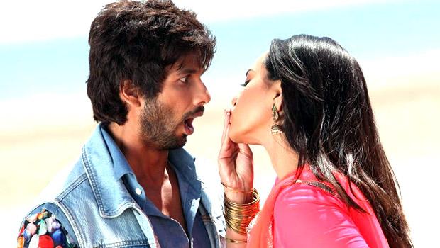 Saree Ke Fall R Rajkumar Bollywood Hungama