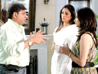 On The Sets Of The Film Banda Yeh Bindaas Hai Featuring Ravi Chopra,Tabu