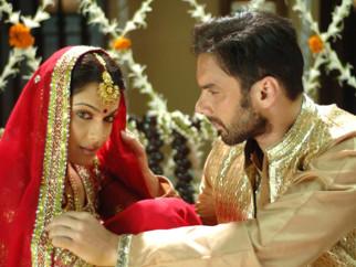 Movie Still From The Film Salaam-E-Ishq,Eesha Koppikar,Sohail Khan