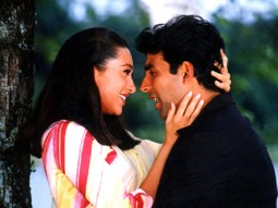 Movie Still From The Film Ek Rishtaa The Bond of Love Featuring Karisma Kapoor,Akshay Kumar