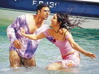 Movie Still From The Film Talaash... The Hunt Begins,Akshay Kumar,Kareena Kapoor