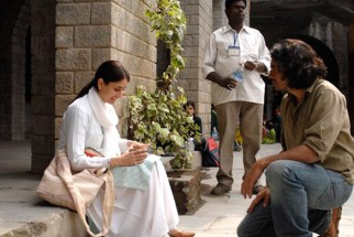 On The Sets Still From The Film Jab We Met Featuring Kareena Kapoor,Imtiaz Ali