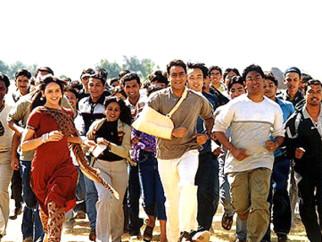 Movie Still From The Film Yuva Featuring Esha Deol,Ajay Devgan