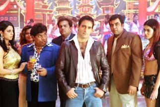 Movie Still From The Film 36 China Town,Tanaz Currim,Johny Lever,Akshaye Khanna,Paresh Rawal