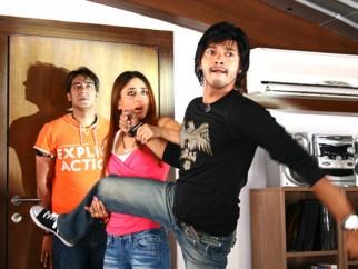 Movie Still From The Film Golmaal Returns,Ajay Devgn,Kareena Kapoor,Shreyas Talpade