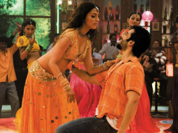 Movie Still From The Film Shoot Out At Lokhandwala Featuring Aarti Chhabria,Tusshar Kapoor