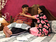 Movie Still From The Film Chhodo Kal Ki Baatein,Sachin Khedekar,Mrinal Kulkarni