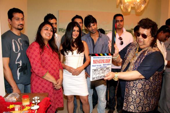 Photo Of Varun Khandelwal,Pooja Gujral,Kavi Shastri,Shenaz Treasuryvala,Barun Sobti,Bappi Lahiri From The Mahurat of Madmidaas Films 'Main Aur Mr. Riight'