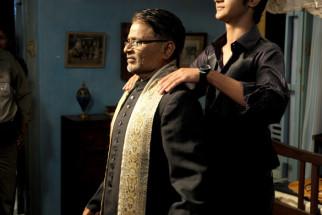 Movie Still From The Film Yeh Khula Aasmaan,Raghuveer Yadav,Raj Tandon