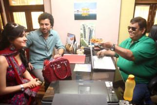Sonal Sehgal,Aamir Bashir,Satish Kaushik