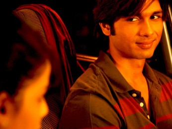 Movie Still From The Film Chance Pe Dance,Genelia Dsouza,Shahid Kapoor