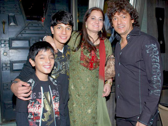 Photo Of Vijeyta Pandit,Aadesh Shrivastav From The Akon records with Aadesh Shrivastav