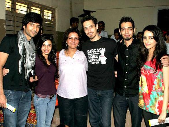 Photo Of Vaibhav Talwar,Ambika A Hinduja,Leena Yadav,Siddharth Kher,Dhruv Ganesh,Sharadha Kapoor From The Madhavan and Teen Patti cast visit NGO Kids