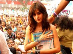 Photo Of Genelia Dsouza From Diwali celebration for street girls by NGO Anmol