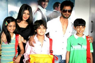 Photo Of Swini Khara,Ayesha Takia Azmi,Master Ali Haji,Shahid Kapoor,Dwij Yadav From The Shahid and Ayesha promote Paathshaala