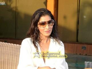 Movie Still From The Film Aa Dekhe Zara Featuring Sophie Choudry
