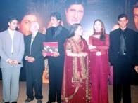 Photo Of Mrs.Hiroo Johar,Shahrukh Khan,Karan Johar,Yash Johar,Amitabh Bachchan,Jaya Bachchan,Kareena Kapoor,Hrithik Roshan,Niranjan Iyengar From The Book Release Of Kabhi Khushi Kabhie Gham