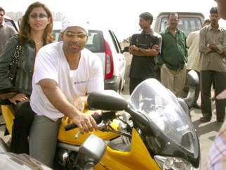 Photo Of Rimi Sen,Uday Chopra From The Dhoom Ride On The Streets Of Mumbai