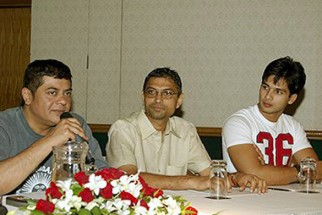 Photo Of Nitin Manmohan,Shahid Kapoor From The Dil Maange More Press Meet At IIFA,Singapore
