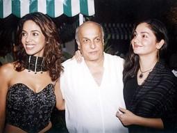 Photo Of Mallika Sherawat,Mahesh Bhatt,Pooja Bhatt From The Murder Success Celebration Party