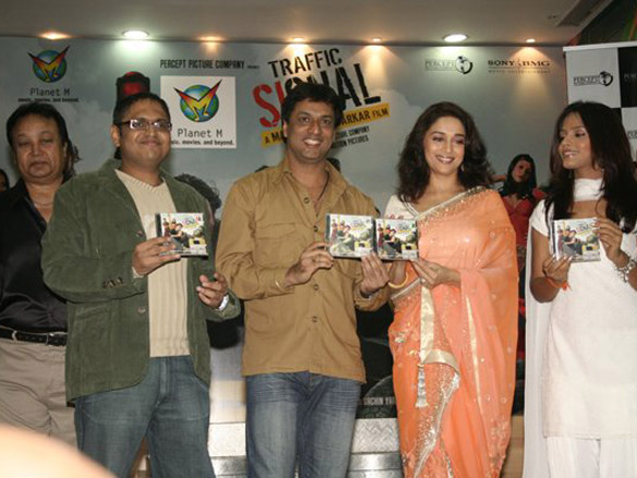 Photo Of Bhupendra,Sameer Tandon,Madhur Bhandarkar,Madhuri Dixit,Neetu Chandra From The Audio Release Of Traffic Signal