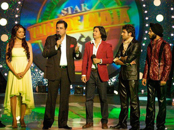 Photo Of Bipasha Basu,Boman Irani,Shaan,Harshit From The John-Bipasha On Star Voice Of India