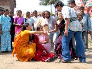 Movie Still From The Film Rivaaz,Deepti Naval,Meghna Naidu,Ritisha Vijayvargya