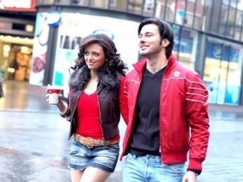 Movie Still From The Film Phhir,Roshni Chopra,Rajneesh Duggall