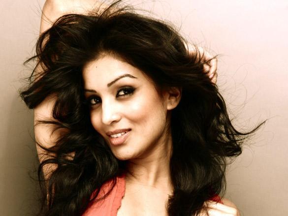 Besharam Actress Pallavi Sharda Hot|Watch Film Hd ...