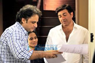 Vinay Sapru,Radhika Rao,Sunny Deol