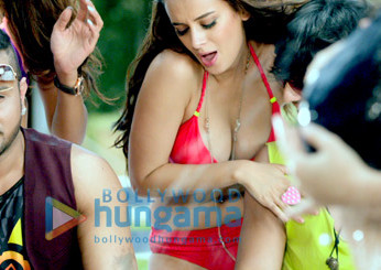 Yo Yo Honey Singh, Evelyn Sharma