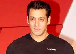 Salman watches Hero with Sooraj and Aathiya's parents