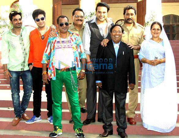 Hemant Pandey, Mushtaq Khan, Krishna Abhishek, Mukesh Tiwari, Rakesh Shrivastava, Himani Shivpuri