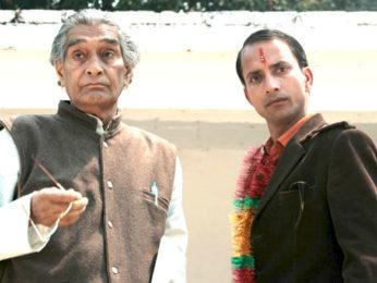 Movie Still From The Film Daayen Ya Baayen,Girish Tiwari,Deepak Dobriyal