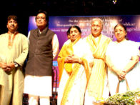 Photo Of Hridayanath Mangeshkar,Lata Mangeshkar,Ustad Amjad Ali Khan,Usha Mangeshkar From The Lata Mangeshkar at Hridayesh Festival