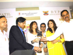 Photo Of Asif Bhamla,Shashi Tharoor,Eesha Koppikhar,Dilip Vengsarkar From The Press meet of DY Patil Annual Achiever's Awards