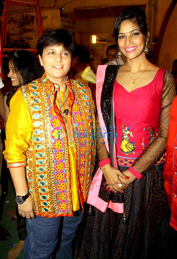 Falguni Pathak, Tanisha Singh