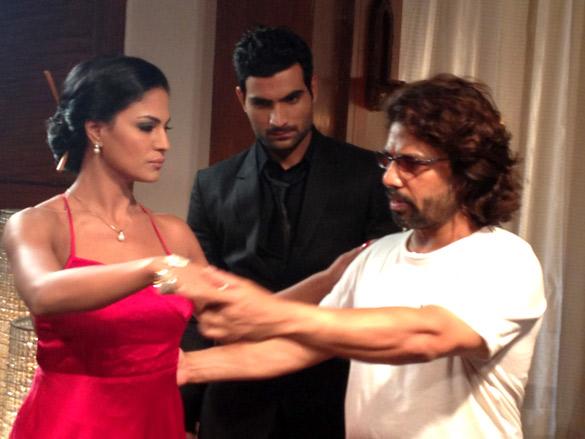 On The Sets Of The Film Daal Mein Kuch Kaala Hai!,Veena Malik,Longines Fernandes