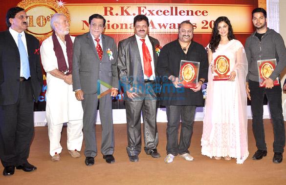 Tom Alter, Dr. Satyendra Thakur, Leslie Lewis, Divya Kumar Khosla, Prashant Guptha