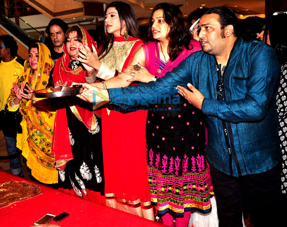 Rahul Roy, Dolly Bindra, Tina Ghai, Ekta Jain, Shabab Sabri