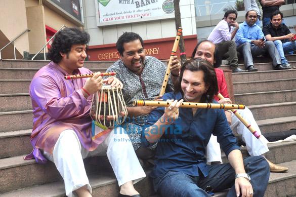 Vidvan Kumaresh, Shankar Mahadevan, Ronu Majumdar, Rahul Sharma