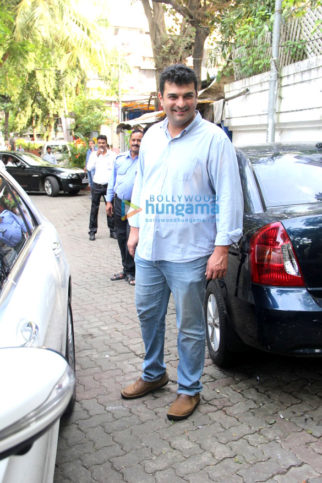 Siddharth Roy Kapur, Aditya Roy Kapur & Kunaal Roy Kapur snapped during house hunt in Bandra