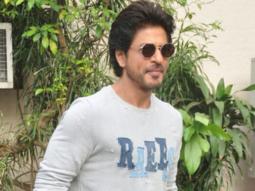 Shah Rukh Khan Meets His Shoemaker Fan vid