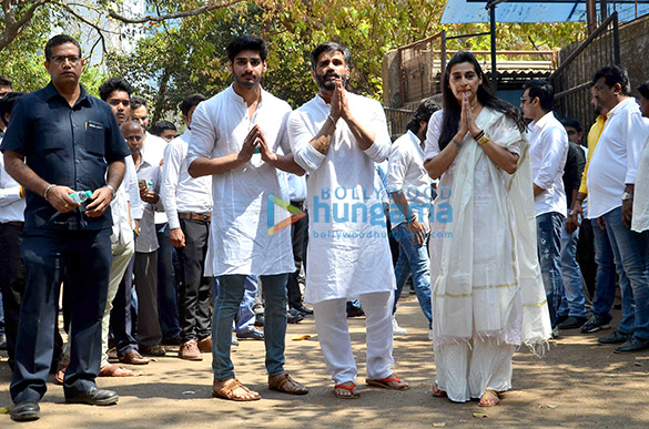 Suniel Shetty's father's last rites in Worli