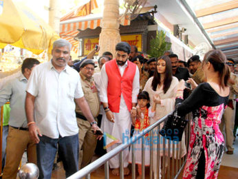 Abhishek Bachchan, Aishwarya Rai Bachchan visit Siddhivinayak temple on their wedding anniversary