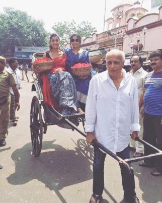 Mahesh Bhatt turns rickshaw puller for Vidya Balan and its adorable!