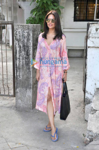 Esha Gupta snapped post a salon session in Juhu