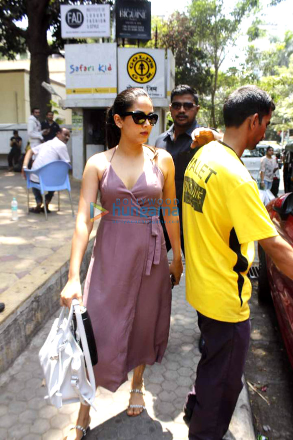 Mira rajput snapped post her salon session in bandra for Aalim hakim salon delhi