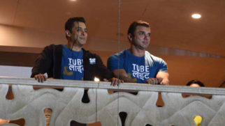 Salman Khan Waves Back At Fans After Tubelight Trailer Launch video