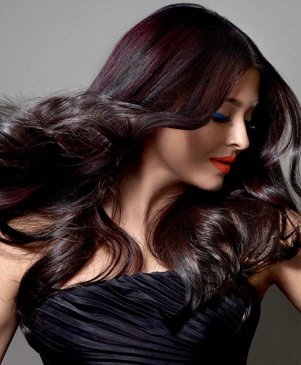 2017 Latest News: WOW! Aishwarya Rai Bachchan Is An Absolute Stunner In The